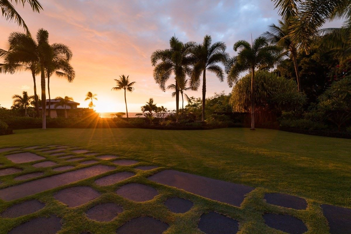 expansive custom residence in Ke Alohi Kai luxury real estate