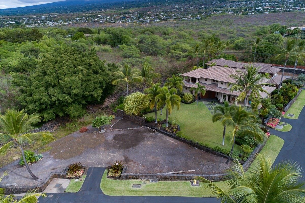 Luxury homes in expansive custom residence in Ke Alohi Kai