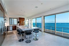 Mansions modern luxury in Prime Diamond Head oceanfront location