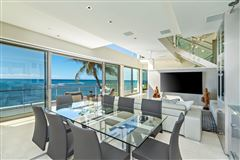 Mansions in modern luxury in Prime Diamond Head oceanfront location