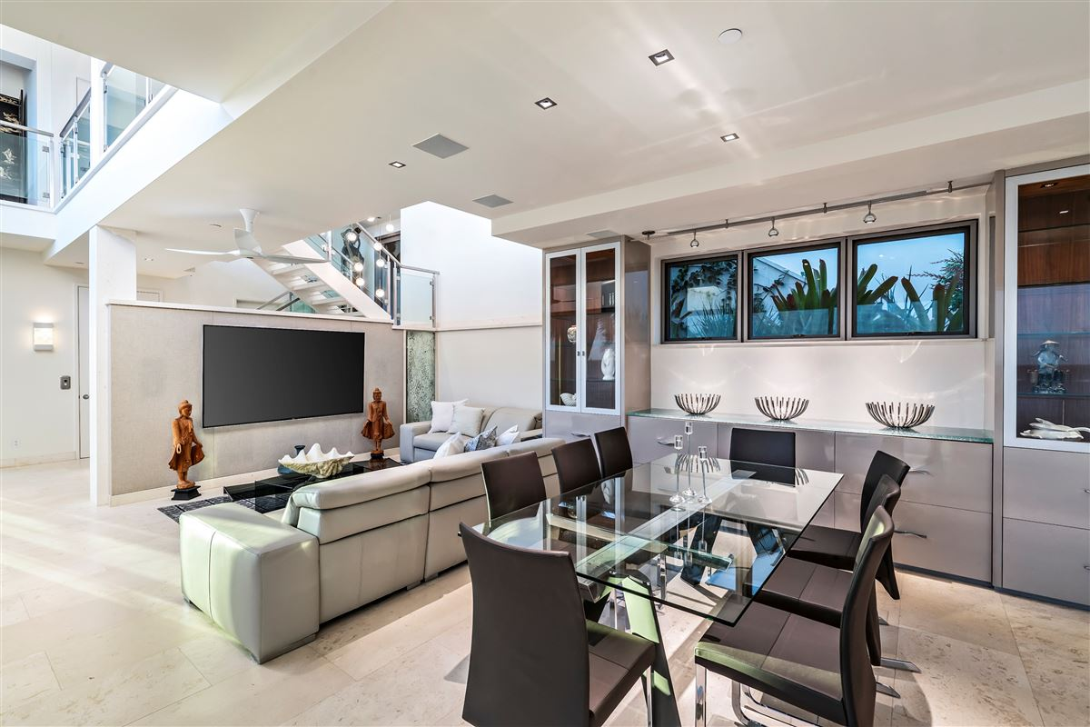 modern luxury in Prime Diamond Head oceanfront location luxury homes