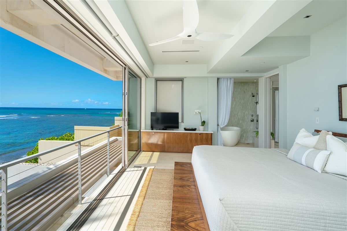 modern luxury in Prime Diamond Head oceanfront location luxury real estate