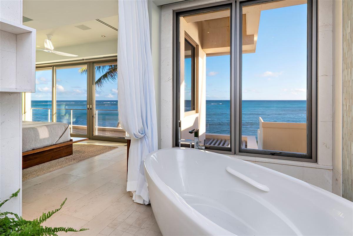 Luxury properties modern luxury in Prime Diamond Head oceanfront location