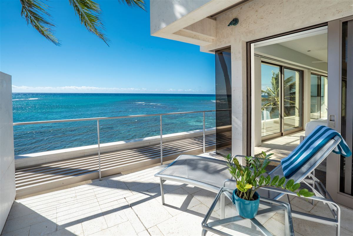 Luxury homes in modern luxury in Prime Diamond Head oceanfront location