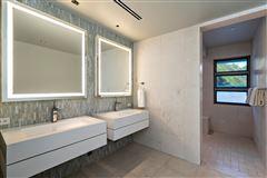 modern luxury in Prime Diamond Head oceanfront location luxury properties