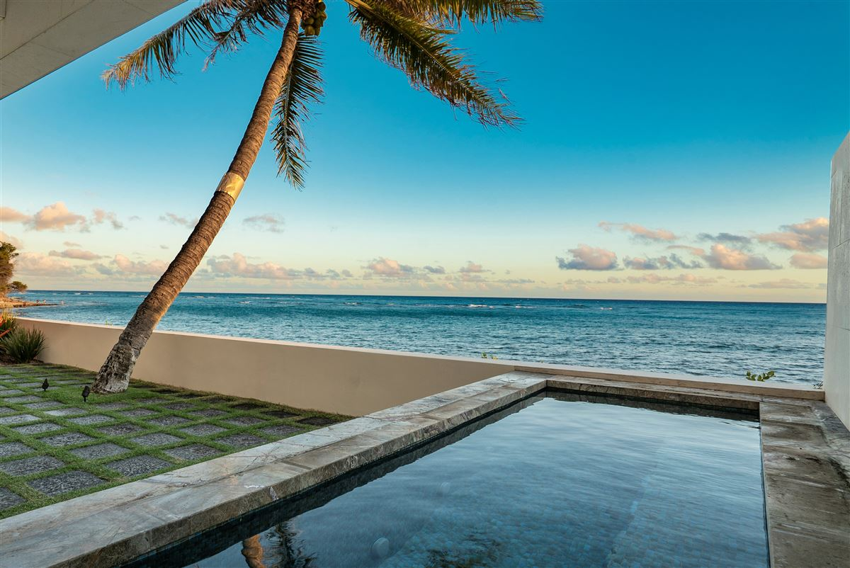 Luxury real estate modern luxury in Prime Diamond Head oceanfront location
