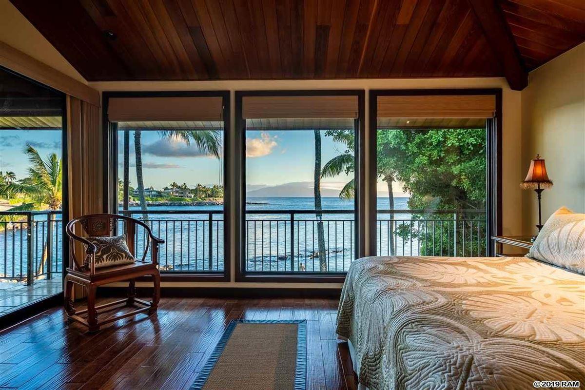 Mansions private portion of West Maui's Kahana coastline