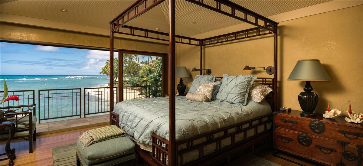 Luxury properties Elegant contemporary oceanfront