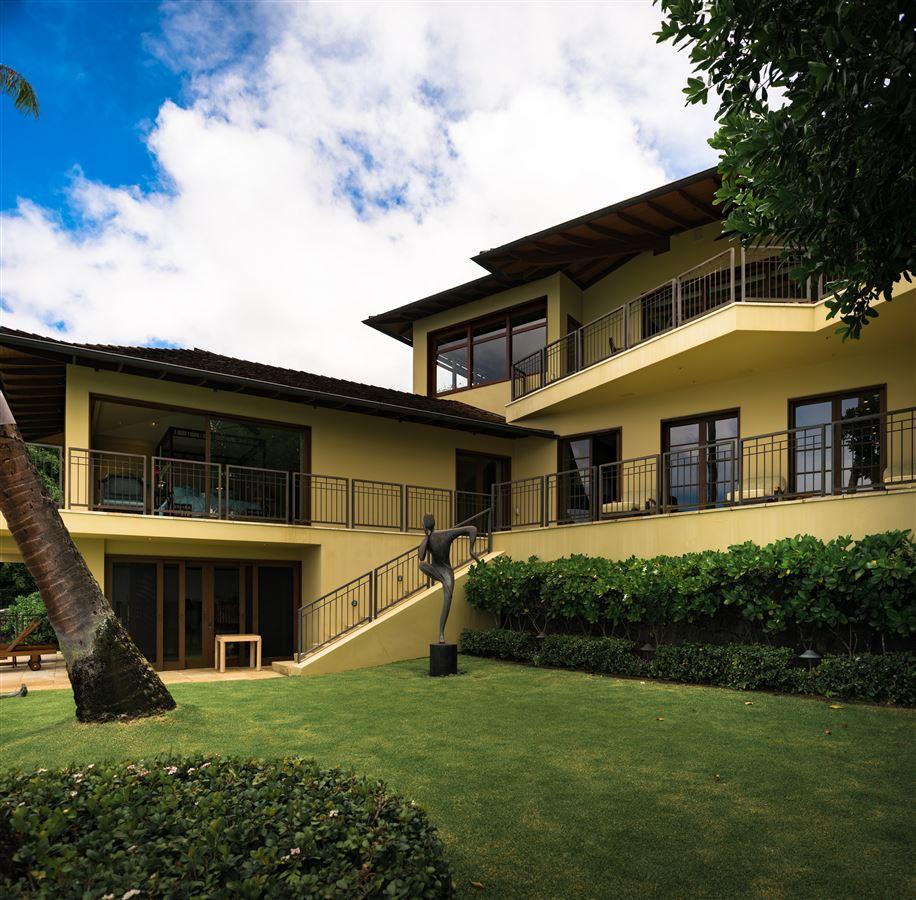 Luxury homes Elegant contemporary oceanfront