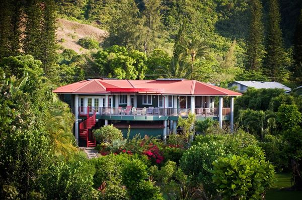 Mansions beachfront Luxury estate compound