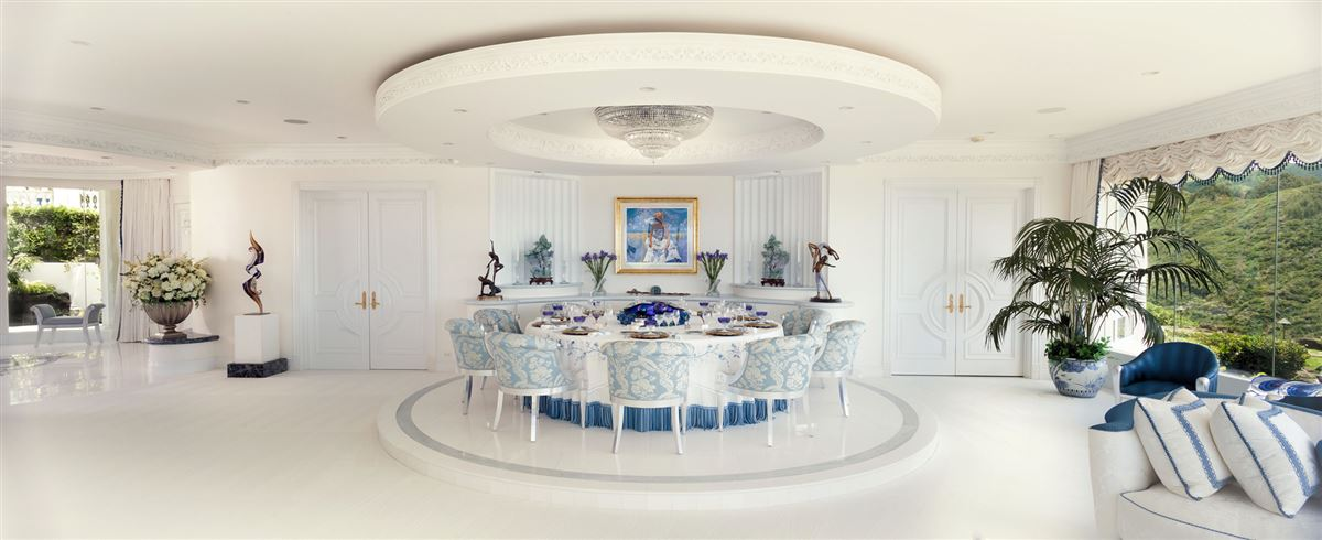 Luxury real estate  Hollywood glamour and New York elegance in honolulu