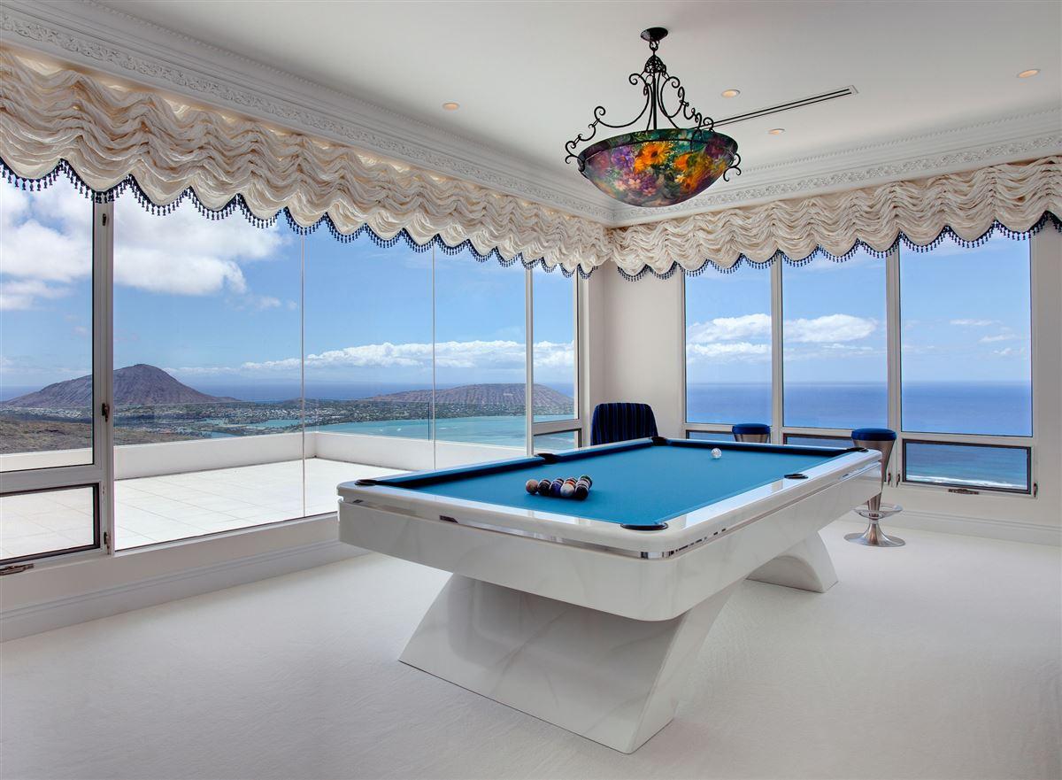 Luxury properties  Hollywood glamour and New York elegance in honolulu