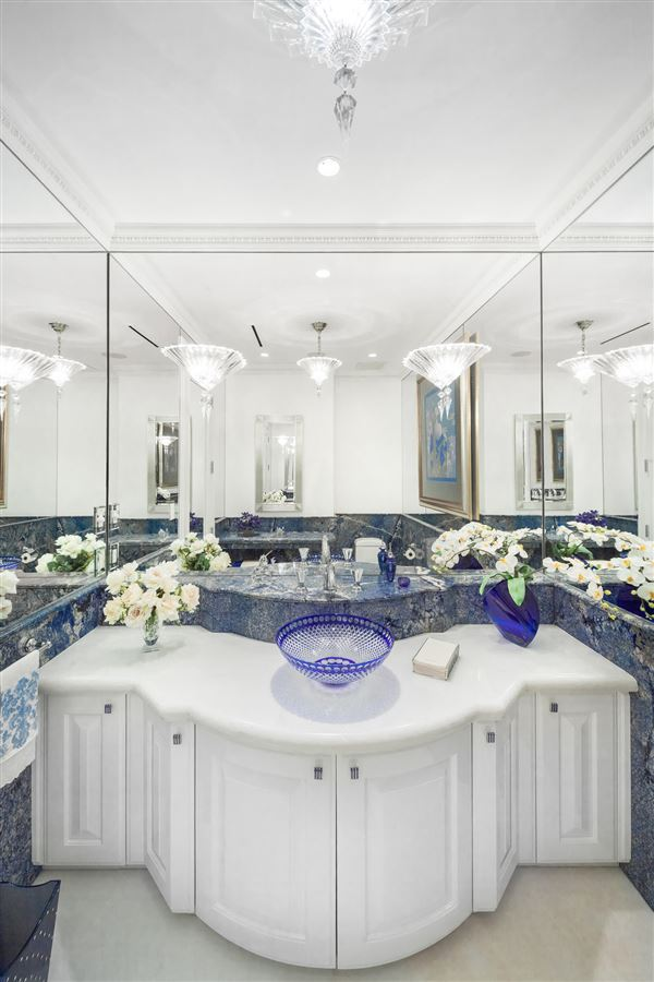 Luxury homes in  Hollywood glamour and New York elegance in honolulu