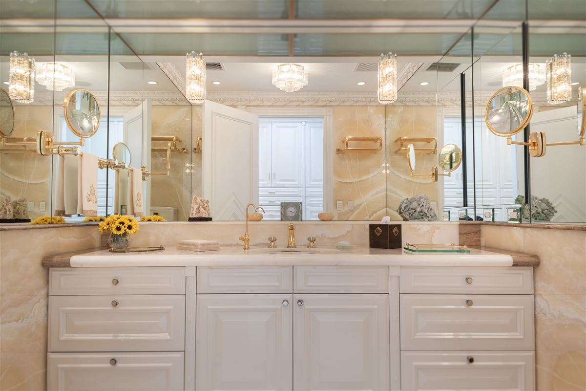 Luxury homes  Hollywood glamour and New York elegance in honolulu