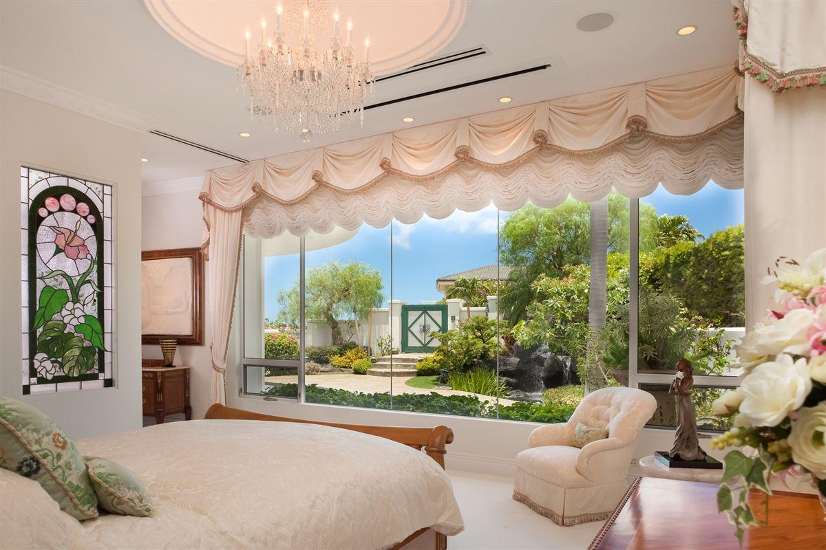 Hollywood glamour and New York elegance in honolulu luxury properties
