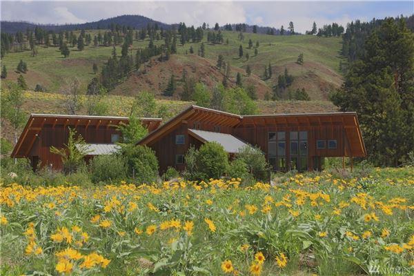Luxury homes Bear Creek Estate on 20 acres