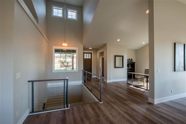 Luxury homes in beautiful craftsman rancher on Spokane River
