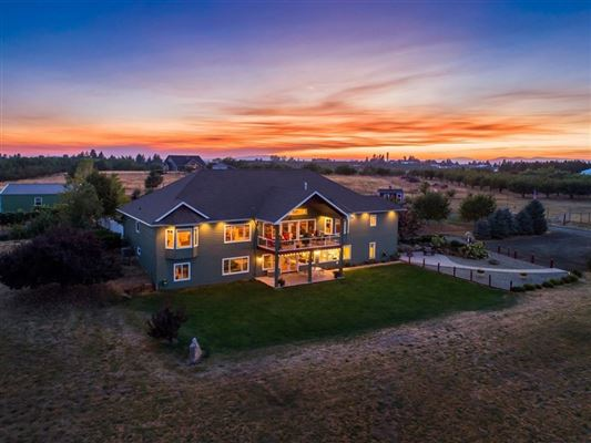 immaculate custom home on ten acres luxury homes