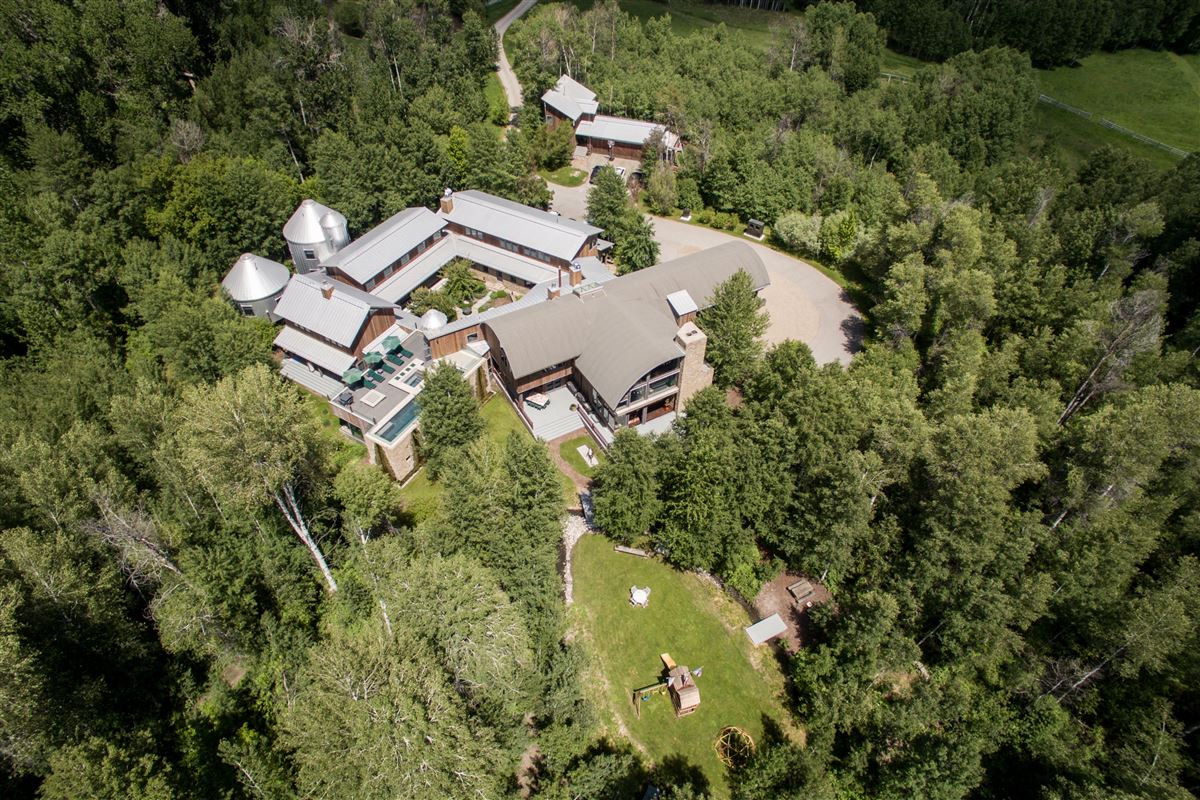 Enjoy a mountain lifestyle in a world renowned home mansions