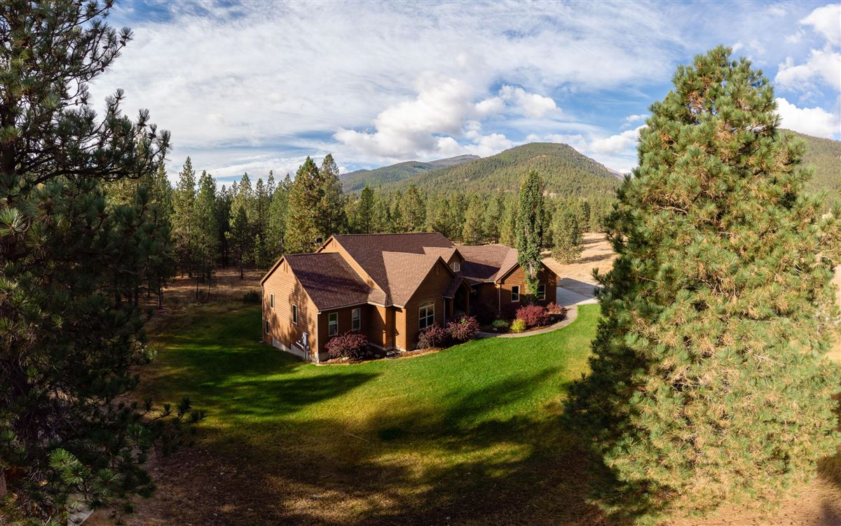 beautiful home on 20 private acres luxury homes