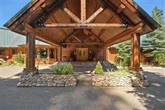 Mansions Spectacular and elegant log home lodge