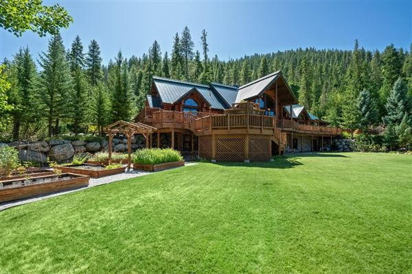 Spectacular and elegant log home lodge mansions