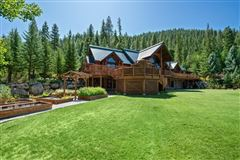 Luxury real estate Spectacular and elegant log home lodge