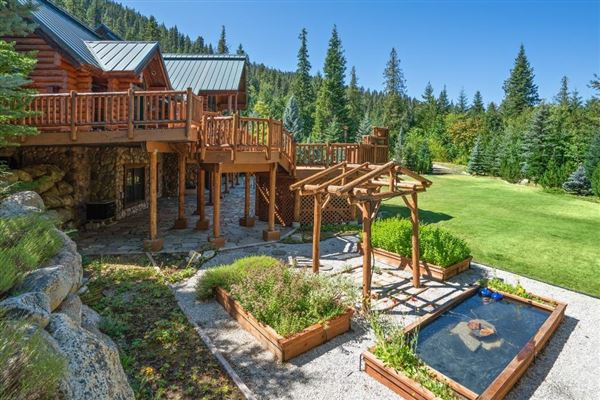 Luxury homes Spectacular and elegant log home lodge