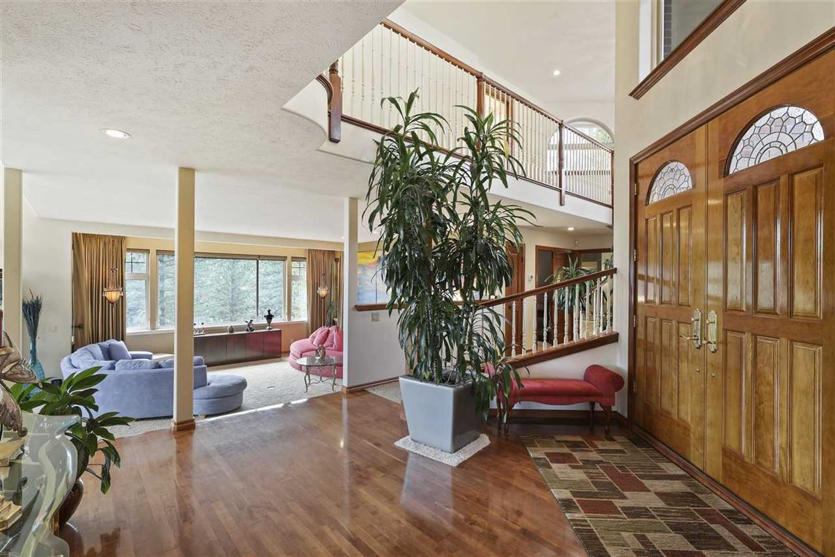 Luxury real estate Exquisite estate in Heart of Northwood