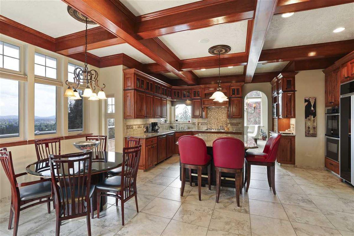 Luxury properties Exquisite estate in Heart of Northwood
