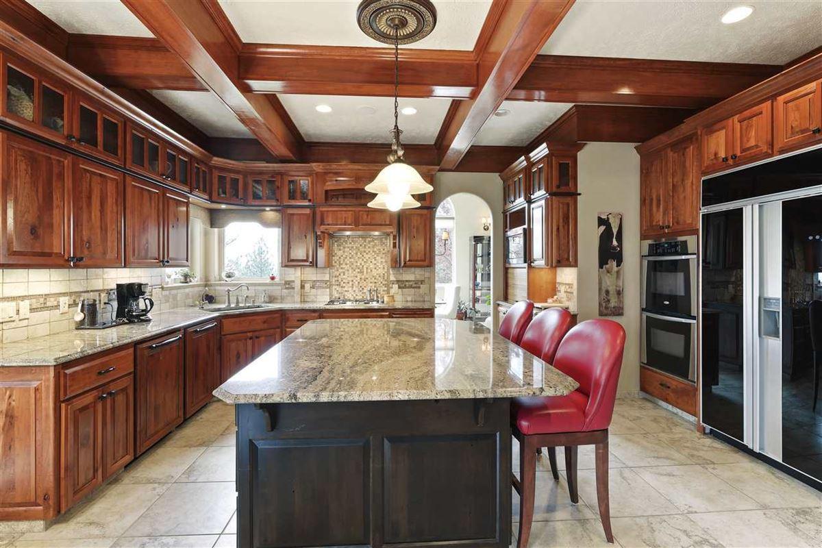 Exquisite estate in Heart of Northwood luxury properties