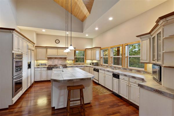 sprawling North IDAHO Equestrian Ranch luxury homes