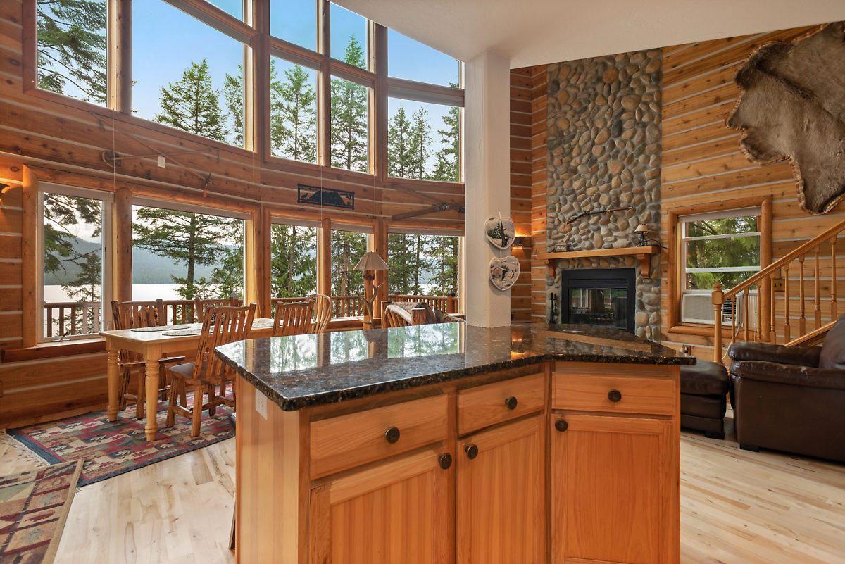 Luxury homes PRIEST LAKE DREAM HOME