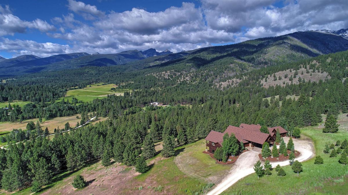 Amazing custom home on over 160 acres luxury properties