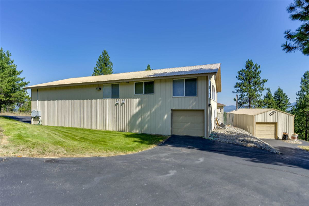 Luxury homes North Idaho mountaintop gem