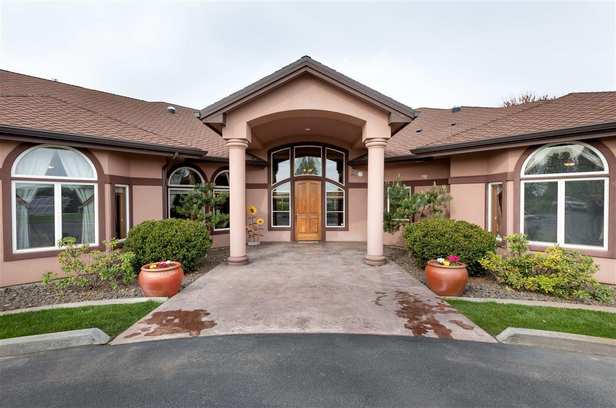 Luxury real estate 7 acres of serenity