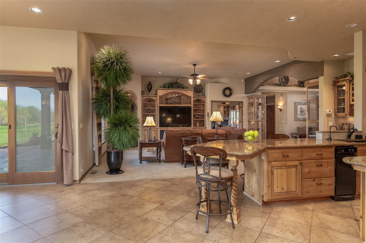Luxury properties 7 acres of serenity