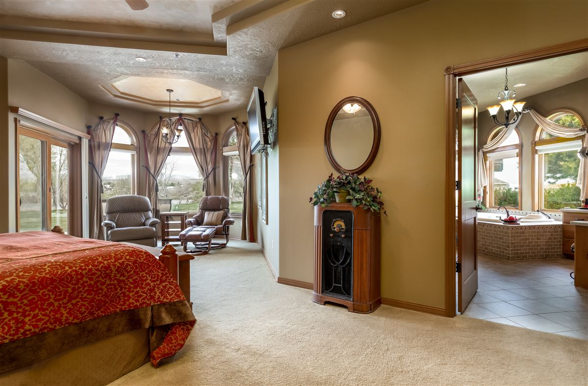 Luxury homes in 7 acres of serenity
