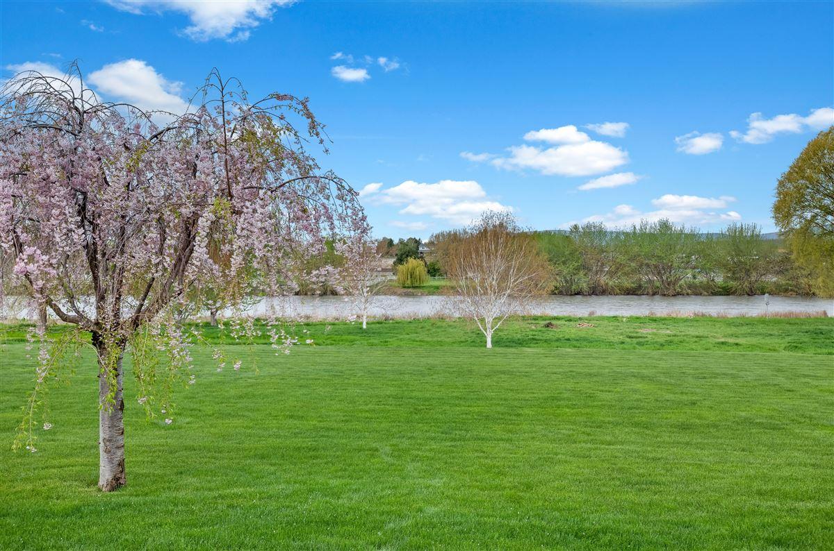Luxury homes 7 acres of serenity