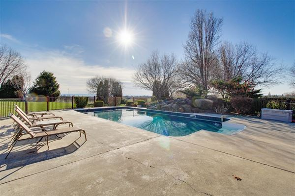 Luxury homes in 3 acres in premier wine country