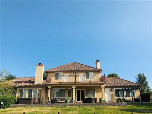 Luxury properties 3 acres in premier wine country
