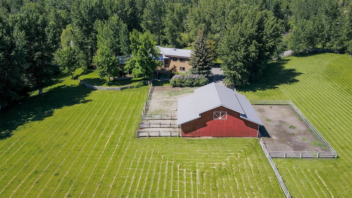 EQUESTRIAN PARADISE OF OVER EIGHT ACRES | Idaho Luxury Homes
