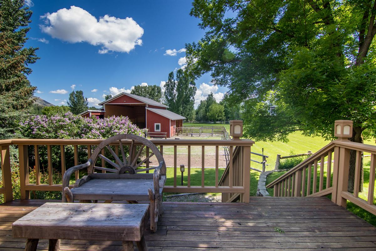 Luxury properties equestrian paradise of over eight acres