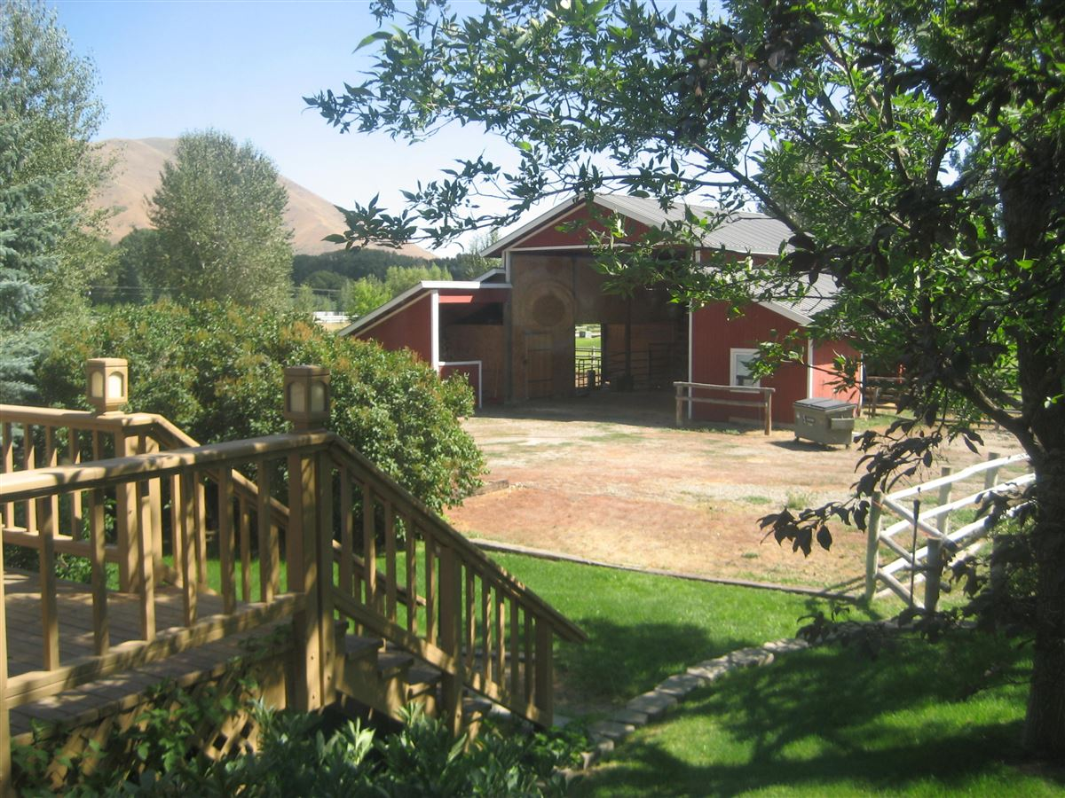 Mansions equestrian paradise of over eight acres