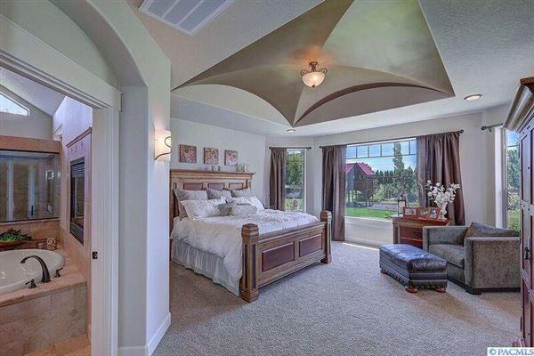 equestrian estate in desired Rancho Reata area luxury real estate