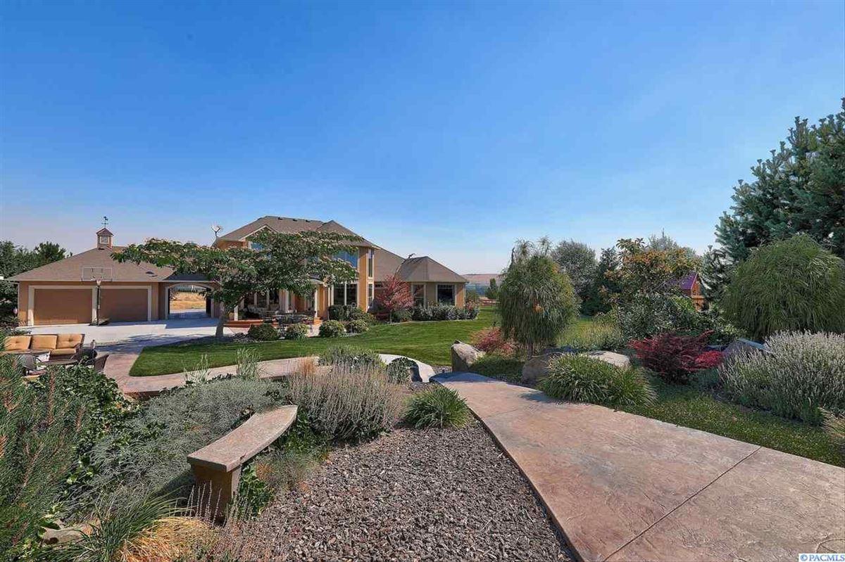 equestrian estate in desired Rancho Reata area luxury homes