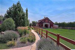 Luxury real estate equestrian estate in desired Rancho Reata area
