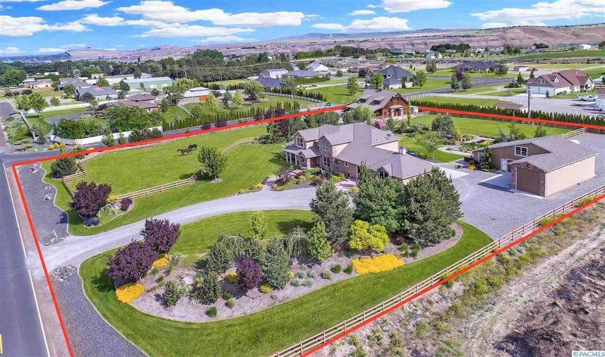Mansions equestrian estate in desired Rancho Reata area