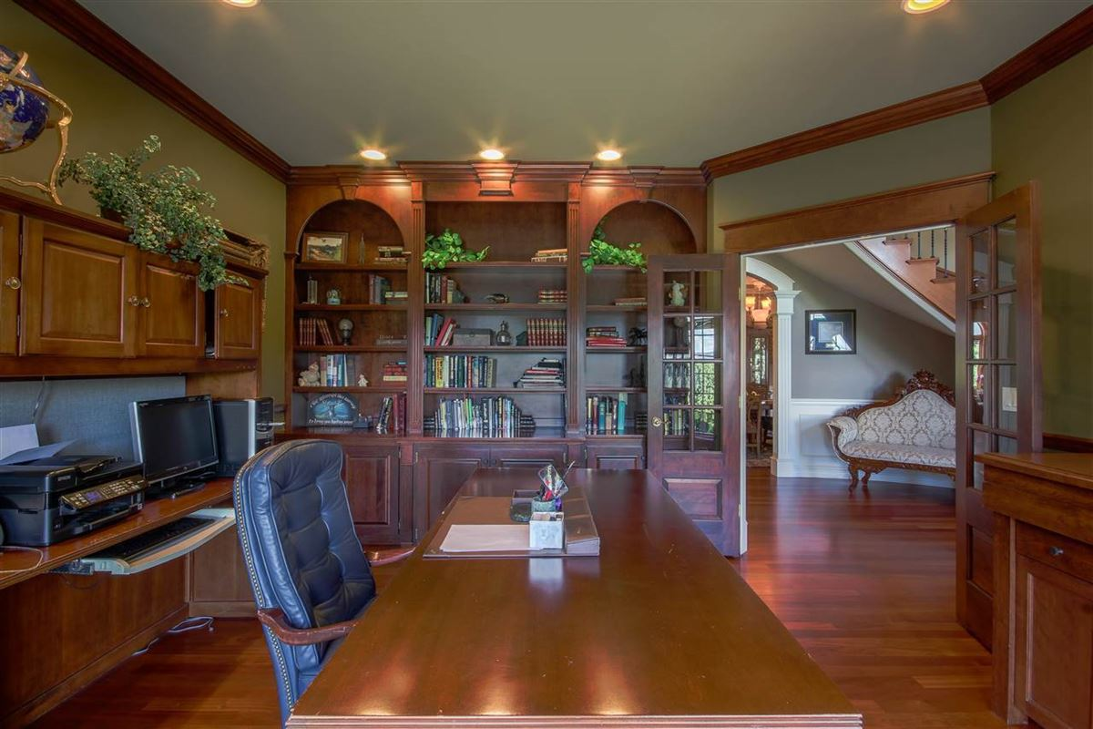Luxury real estate gorgeous 6476 sq ft home