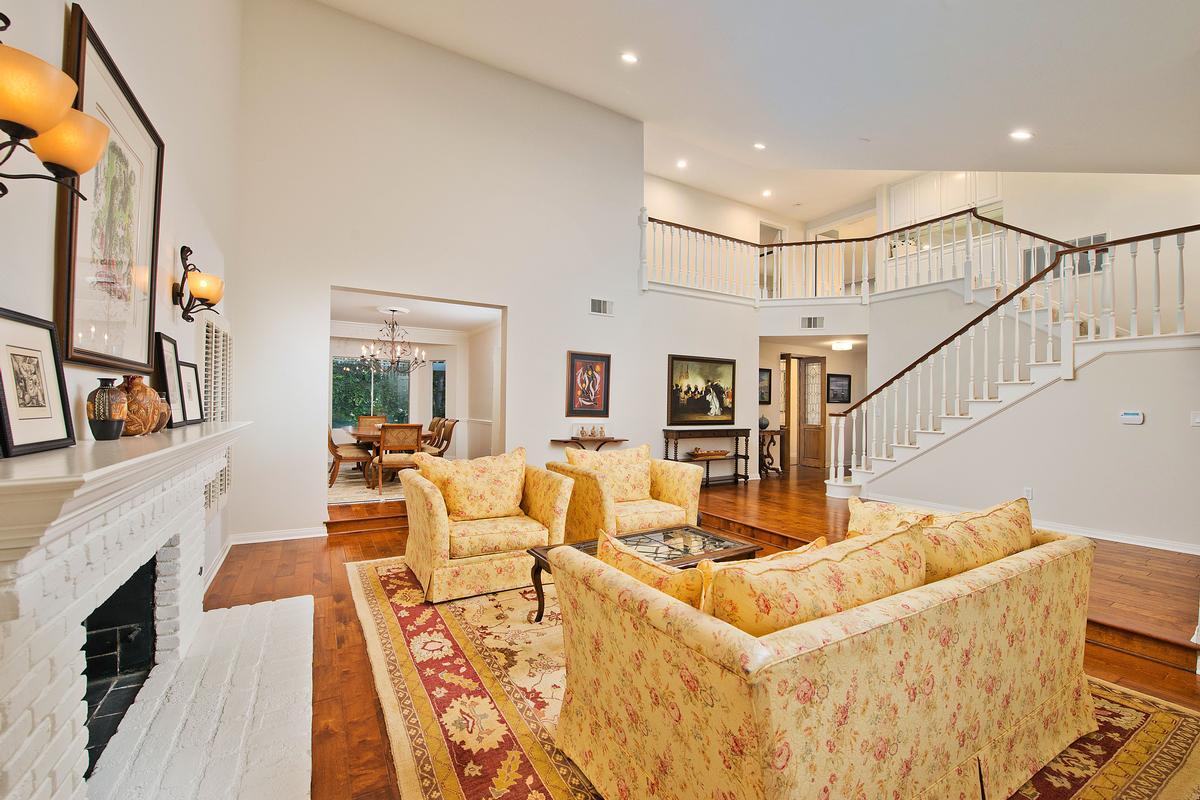 Luxury homes 17718 Royce Drive W
